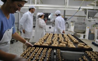 La delegada de Economía se reúne con el sector del mantecado de Estepa para analizar el inicio de la nueva campaña