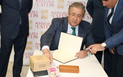 Zoido destaca la potencialidad de la industria del mantecado estepeño
