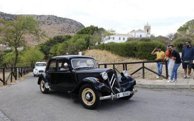 (Español) Mantecados y Polvorones de Estepa junto a vehículos clásicos de más de 25 años