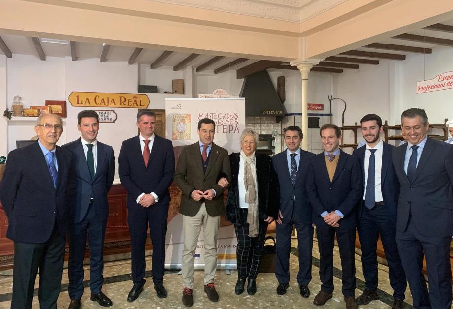 (Español) El Presidente de la Junta de Andalucía Juan Manuel Moreno visita Estepa y muestra su apoyo a la industria del mantecado