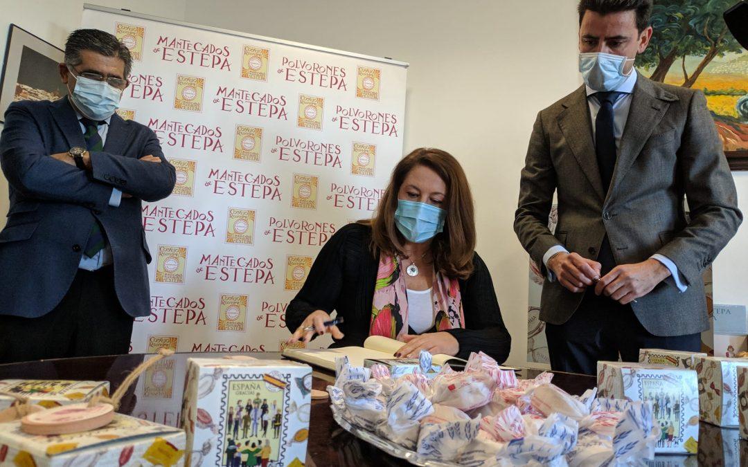 Carmen Crespo, consejera de Agricultura, apoya nuestros Mantecados y Polvorones de Estepa